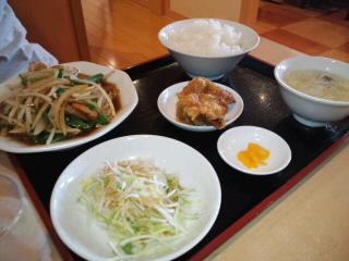 お昼ご飯は〜